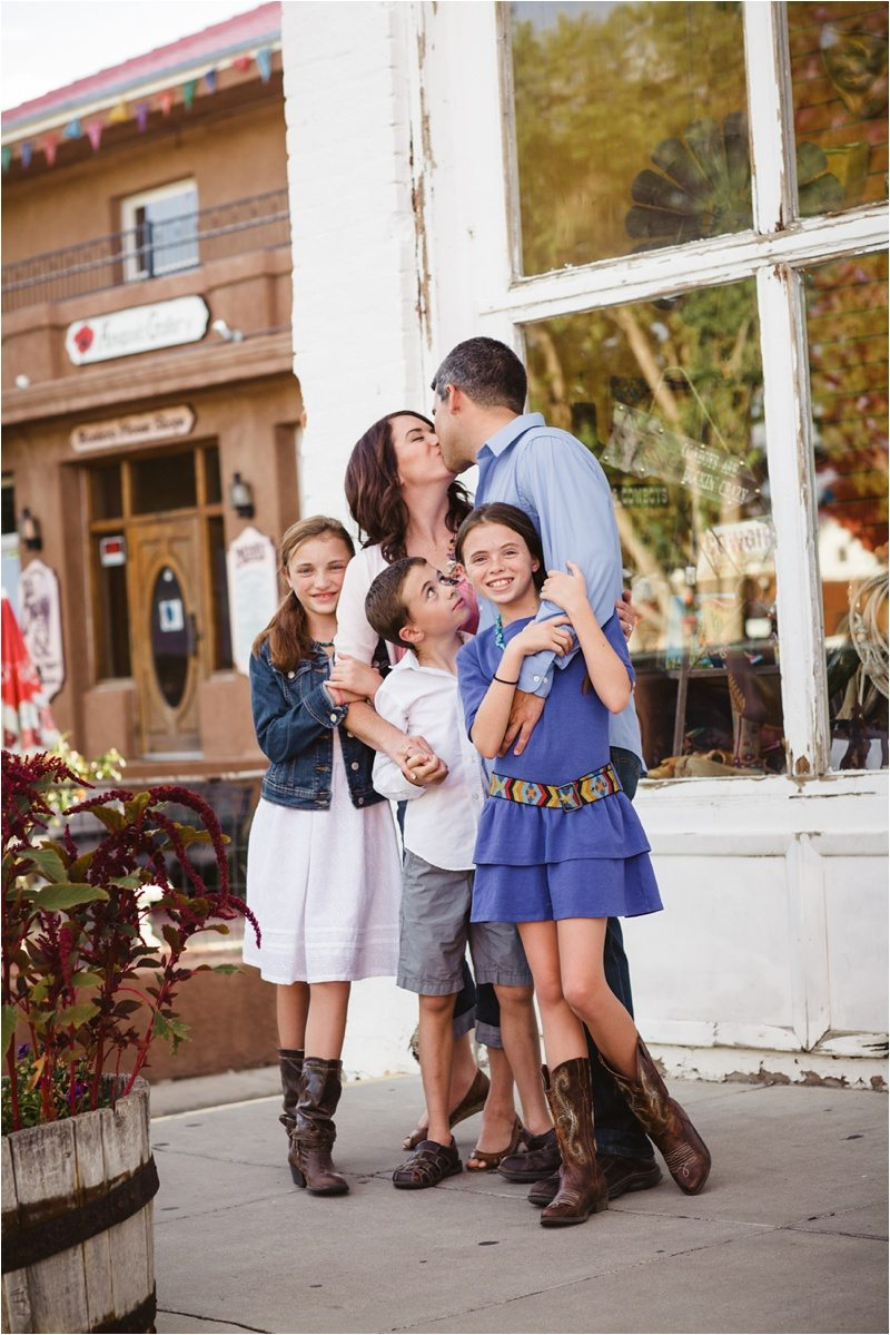 02Blue-Rose-Phtography_Old-Town_Engagement-Pictures_Family-Pictures
