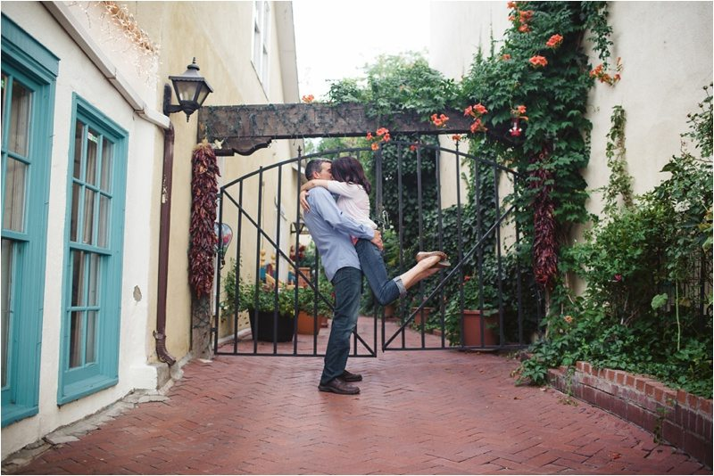 25Blue-Rose-Phtography_Old-Town_Engagement-Pictures_Family-Pictures